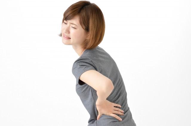 腰痛の女性写真